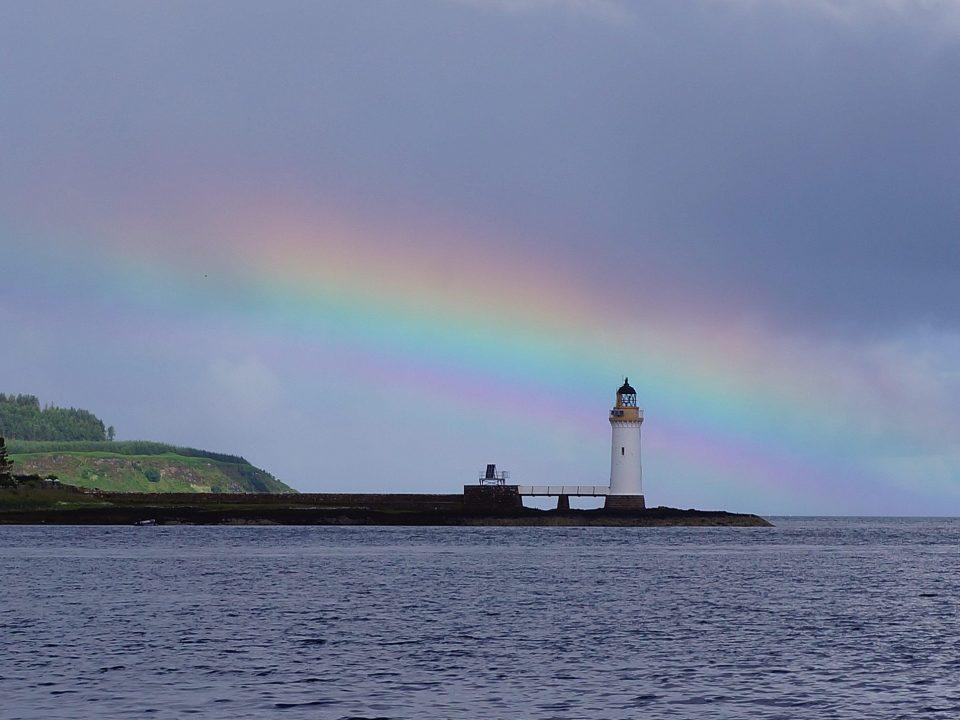 Regenbogen und Leuchtfeuer